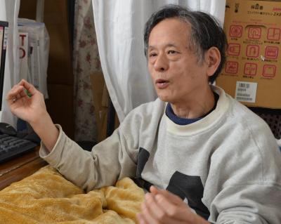 「にょきにょき」について説明する仁井谷正充さん=千葉・新松戸
