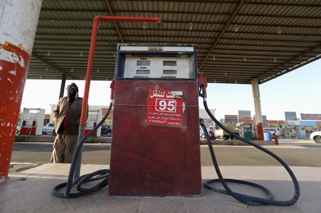 サウジアラビアとカタールの国境近くにあるガソリンスタンド=2017年1月29日