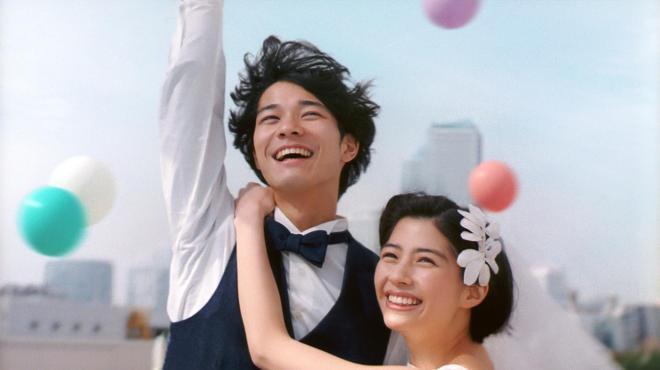 ゼクシィの新CMの一場面。「ひよっこ」出演の佐久間由衣さんと、清原翔さんが主演