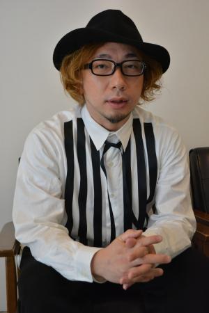 取材に答える増田セバスチャンさん=東京・原宿