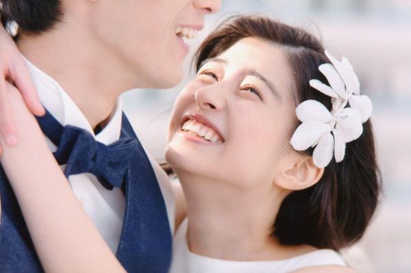 ゼクシィの新CMの一場面。「ひよっこ」出演の佐久間由衣さんと、清原翔さんが主演している