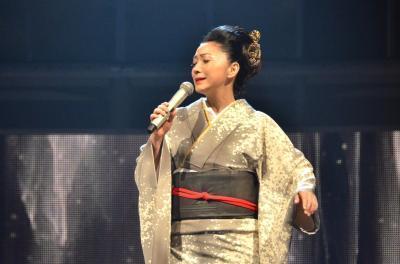 今年の紅白歌合戦リハーサルで「天城越え」を歌う石川さゆりさん=2014年12月30日