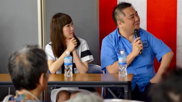 アイドルグループ「エレクトリックリボン」のericaさんら。仁井谷正充さんが参加したゲームイベントから=4月29日、東京・千代田区
