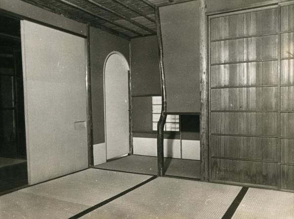 消失前の名古屋・猿面茶屋の内部=1936年