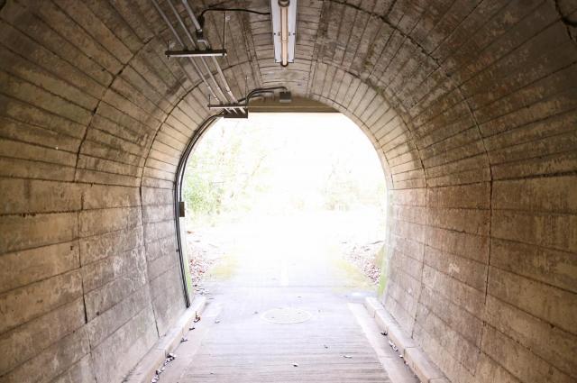 「トンネルをくぐる」臨死体験(画像はイメージです)