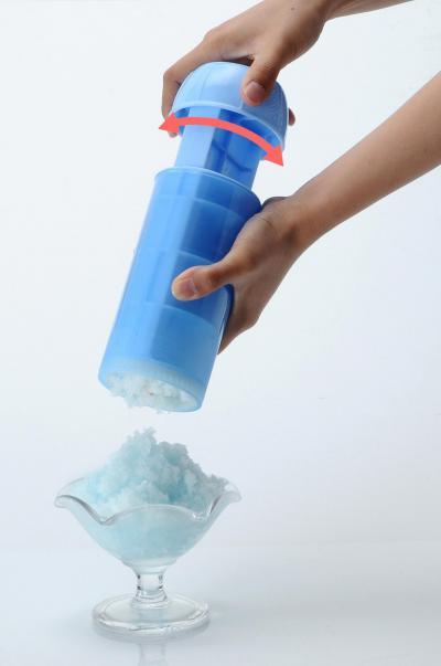 人気アイス「ガリガリ君」をふわふわのかき氷にする商品「おかしなカキ氷 ガリガリ君」