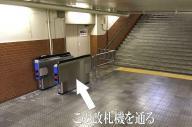 阪急電鉄の仁川駅に設置されている謎の改札機。通路にポツンと設置され、すぐ先には謎の扉がある