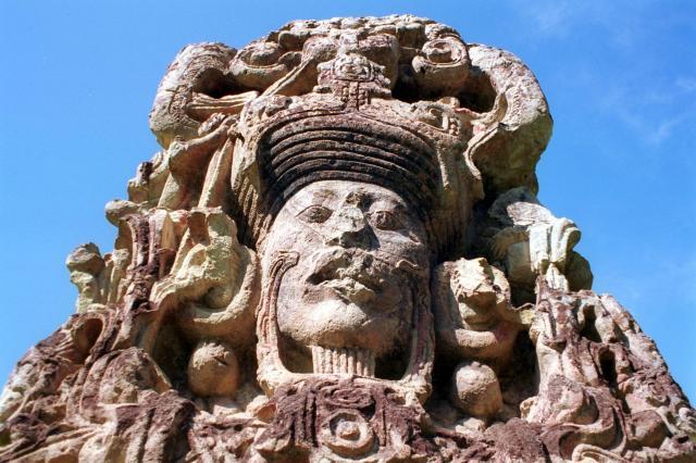 マヤ文明の石像