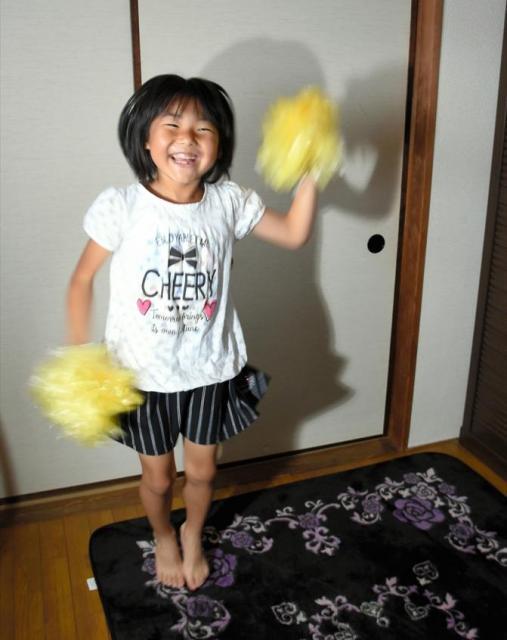 自宅で踊りを見せてくれた那奈夏さん