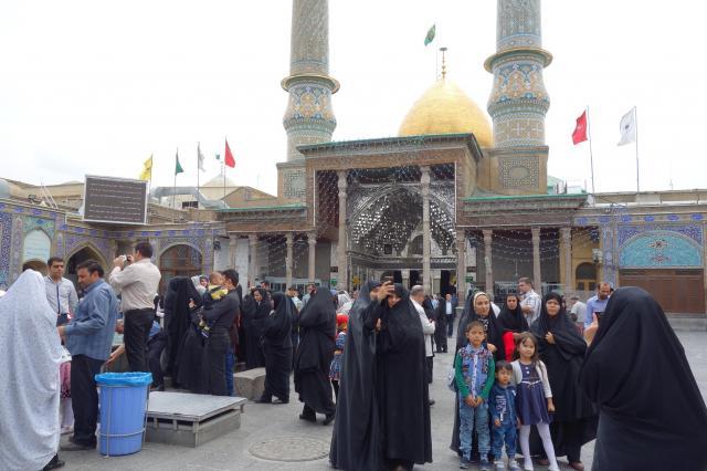 イランの首都テヘラン近郊にある、イスラム教シーア派の人たちが通うモスク(本文とはさほど関係ありません)=2016年5月12日