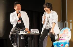 大腸がんの検診を呼びかけるニコニコ超会議のトーク企画で、堀江貴文さんと話す石井さん