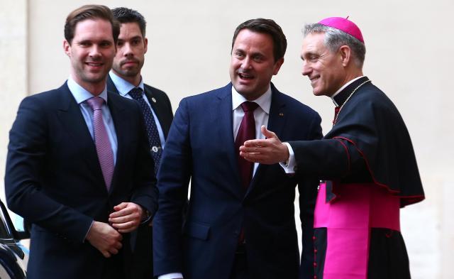 バチカンを訪れたベッテル首相とデストネさん。ローマ・カトリック教会のフランシスコ法王に面会した=2017年3月24日