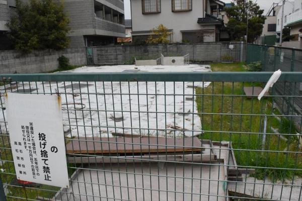 まともに使われないまま、税金を飲み込んだ「塩漬け土地」=大阪府高石市、赤井陽介撮影