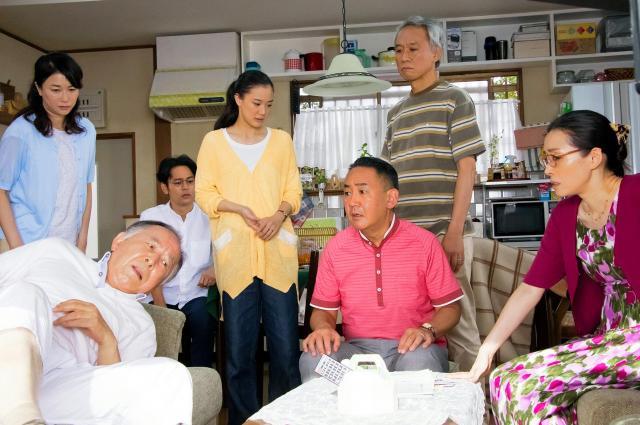 「家族はつらいよ2」の出演者たち=©2017「家族はつらいよ2」製作委員会