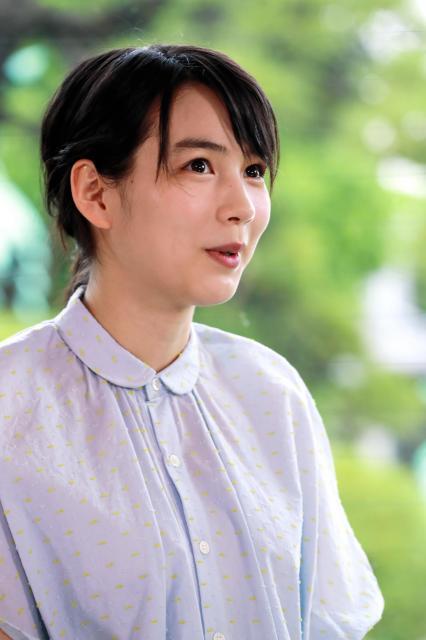山田洋次監督と対談するのんさん=鬼室黎撮影