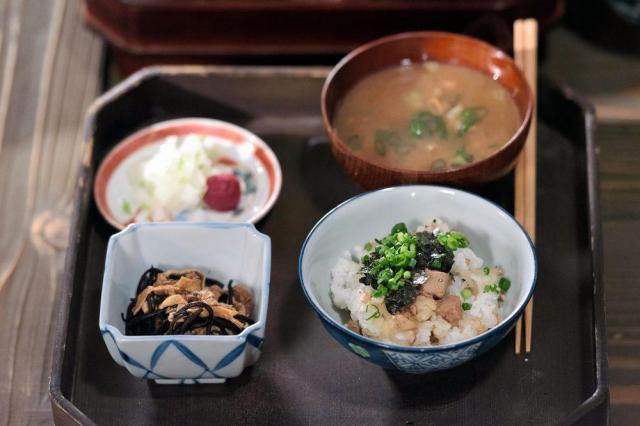 第1回に登場した戻りがつおの「はてなの飯」=NHK提供