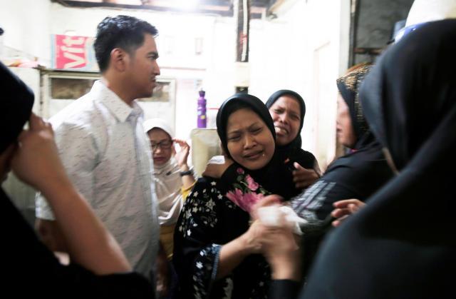 インドネシアの首都ジャカルタで起きたテロ事件で、犠牲になった警察官の母親=2017年5月25日