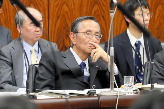 参院内閣委に出席した細田博之氏=2016年12月8日、岩下毅撮影