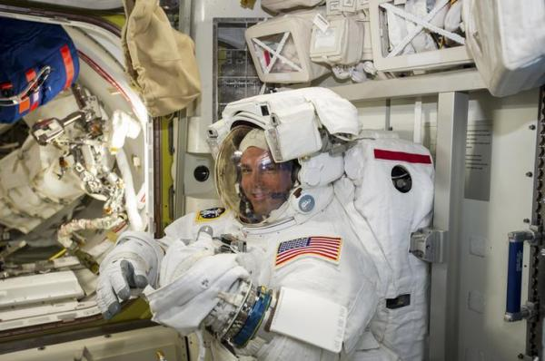 国際宇宙ステーション(ISS)に滞在中のアレクサンダー・ガーストさん=ロイター