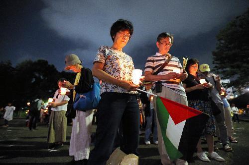「最も悲しい写真」が投稿された同じ頃、東京都新宿区の明治公園に、ガザ地区の和平を訴える人たちが集まった=2014年7月21日、遠藤啓生撮影
