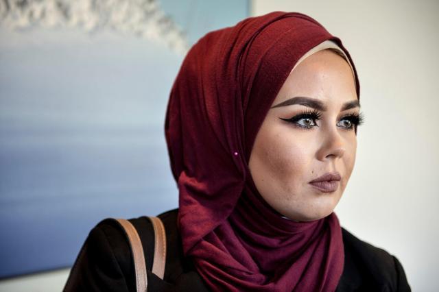 一般的なヒジャブをかぶった女性。ノルウェーで=2016年9月8日