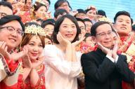 アリババ従業員の集合ウエディングに出席したCEOのダニエル・チャン氏=2017年5月10日、杭州