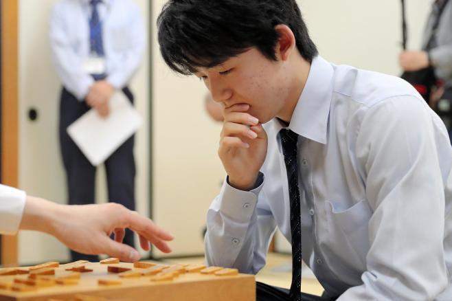 驚異的な連勝で注目を集める藤井聡太四段=2017年5月18日