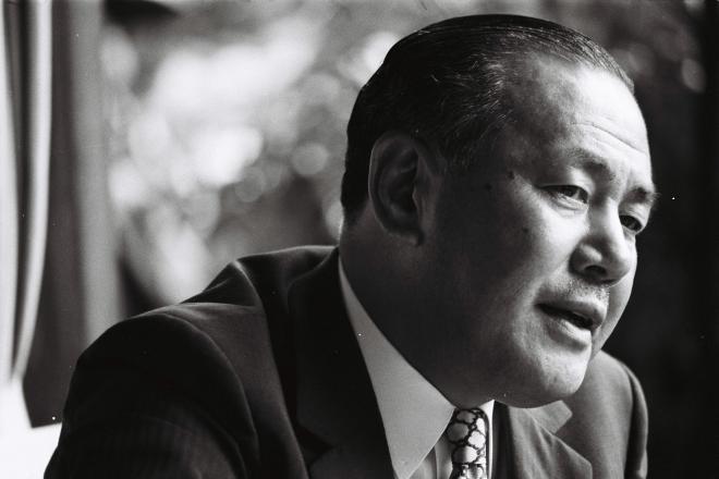 自宅でテレビのインタビューに答える田中角栄氏=1972年7月6日