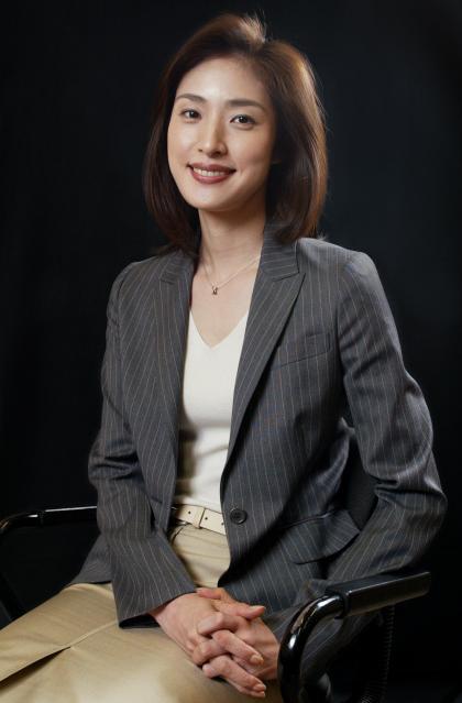 法廷ドラマの役者たち~「離婚弁護士」で間宮貴子役を演じた天海祐希さん=2005年4月29日