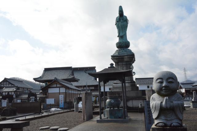 静かな境内=福井県越前市