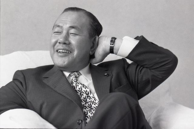 自民党総裁選を三日後に控え、余裕の表情を見せる田中角栄氏=1972年7月1日