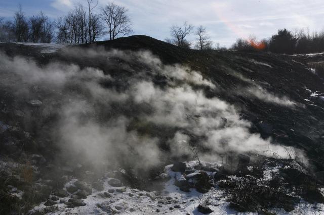 地下火災により、水蒸気が出るセントラリアの大地=セントラリア、2007年12月