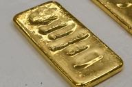 佐賀県唐津市の金塊密輸事件で押収された金塊。刻印が読み取れなくなっていた=6月2日、長沢幹城撮影