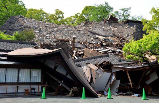 熊本城に隣接する熊本大神宮も大きな被害を受け、まだ復興できていない(2016年4月)
