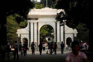 中国超エリート校 清華大「水泳必修化」 運動許さぬ激烈な受験戦争
