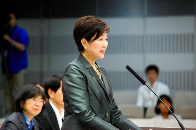 東京都議会で質問に答える小池百合子知事=2017年6月5日、都議会、野村周平撮影
