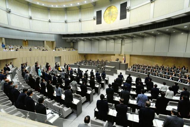 採決中の都議会議場=2016年6月15日