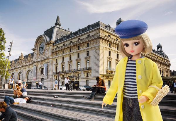 フランスの「オルセー美術館」とリカちゃん=© TOMY,Pour la presse française, fair