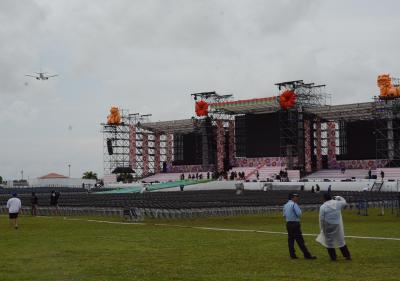 AKB総選挙の準備が進められていた豊崎美らSUNビーチ。2万人が来場予定だったという=6月15日、沖縄県豊見城市