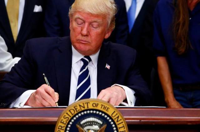 疑惑の渦中にあるトランプ大統領=2017年6月15日、ロイター