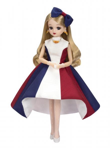 「2017年 フランス観光親善大使」任命式の時に着用したドレス姿のリカちゃん=© TOMY