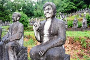 石像400体、モデルは「普通の人」 富山の謎スポット、誰が作った?