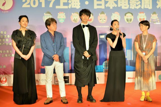 レセプションパーティーでは、女優の田中麗奈さん(右から2番目)が流暢な中国語であいさつしていた=2017年6月18日、冨名腰隆撮影