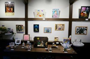 ファンたちの力作が寄せられた展覧会=今年3月、遠藤泰志さん提供