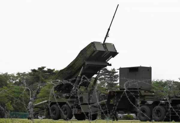 弾道ミサイル防衛訓練で設置されたPAC3用の発射機=21日午前6時27分、陸上自衛隊朝霞駐屯地、角野貴之撮影