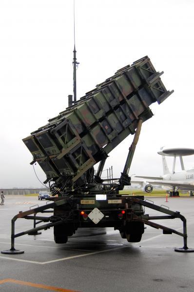 沖縄県の米空軍嘉手納基地に置かれたPAC3=2011年6月