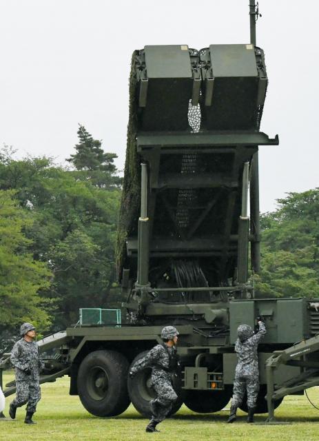 弾道ミサイル防衛訓練で設置されたPAC3の発射機=21日午前6時28分、陸上自衛隊朝霞駐屯地、角野貴之撮影