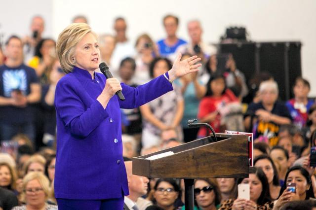 カリフォルニア州で演説するヒラリー・クリントン=2016年6月6日、ランハム裕子撮影