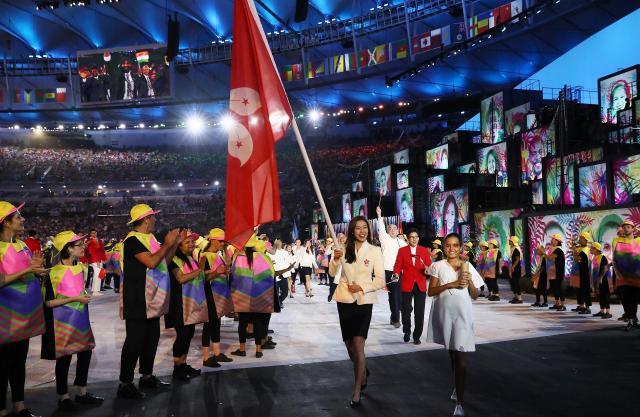 リオデジャネイロ・オリンピックの開会式で行進する香港の選手団=2016年8月5日