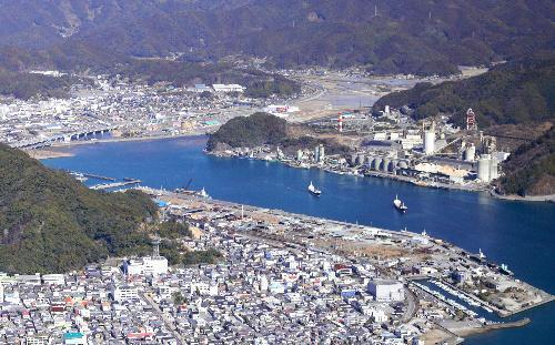 須崎港は2014年の港湾貨物取扱量の速報値で四国一を記録した=高橋正徳撮影